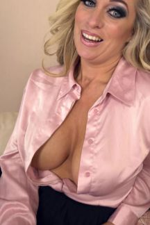 kellie-obrian-hot-and-horny-milf-102