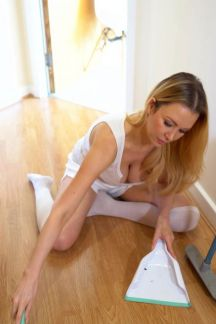 lucy-alexandra-cleaning-cleavage-103