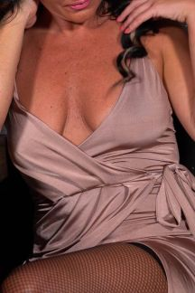 shelly-cleavage-club-104