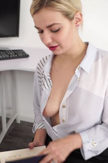 dolly-showing-off-102