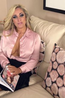 kellie-obrian-hot-and-horny-milf-100