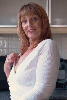 beau-diamonds-seductive-step-mum-104