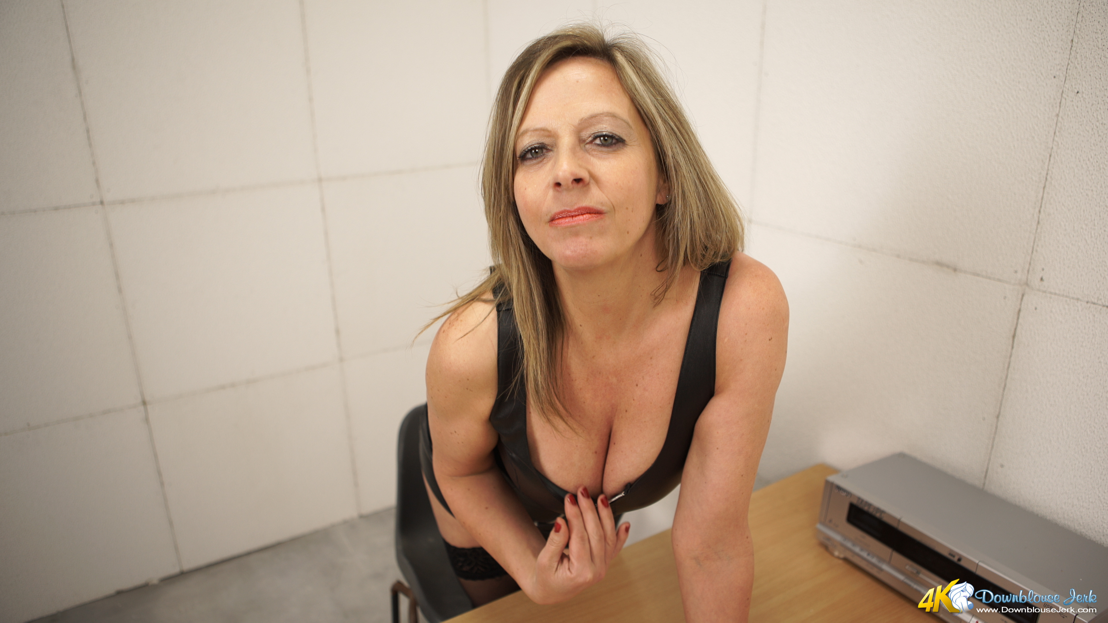 Downblouse milf boobs 4k