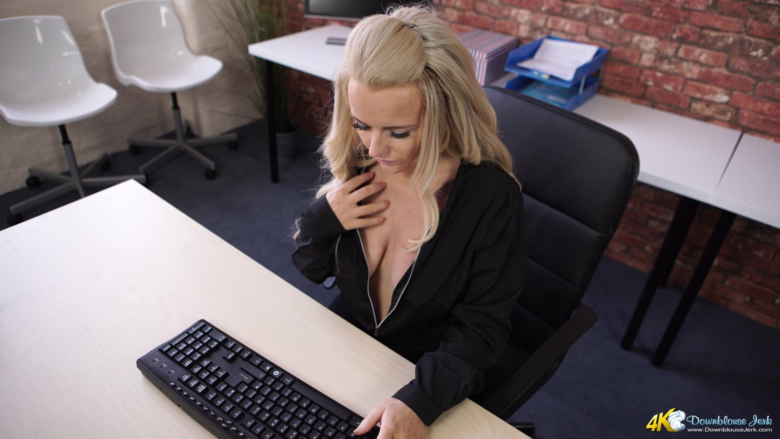 Lizzie Sneaky Webcam Spy 105