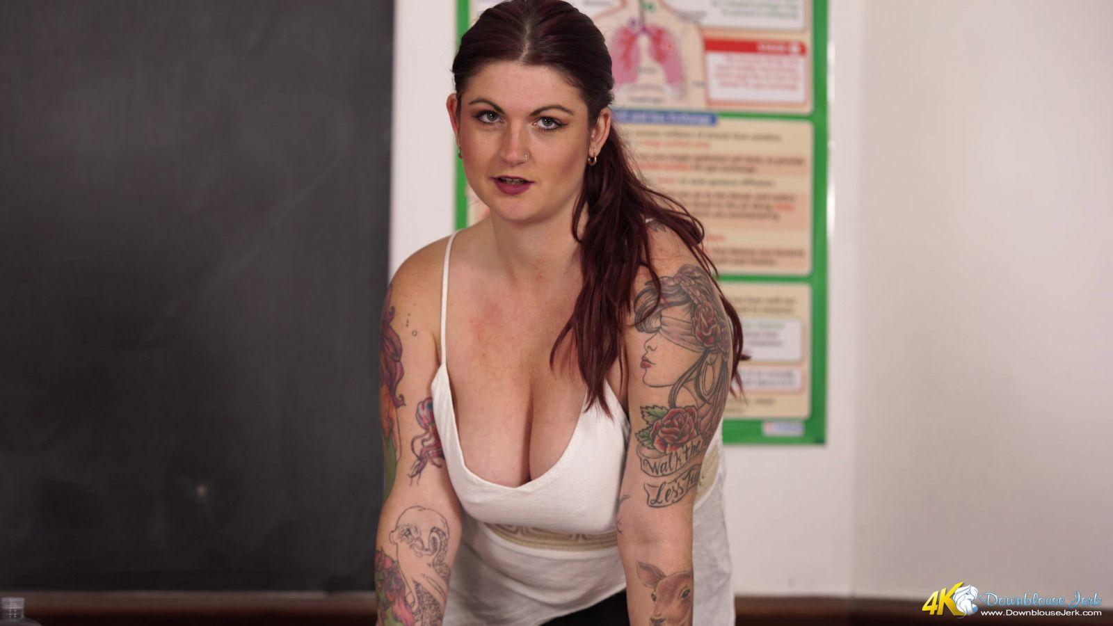 Miss Selene ist ein bisschen auf den Mollige-Seite, und Sie liebt es nackt zu sein