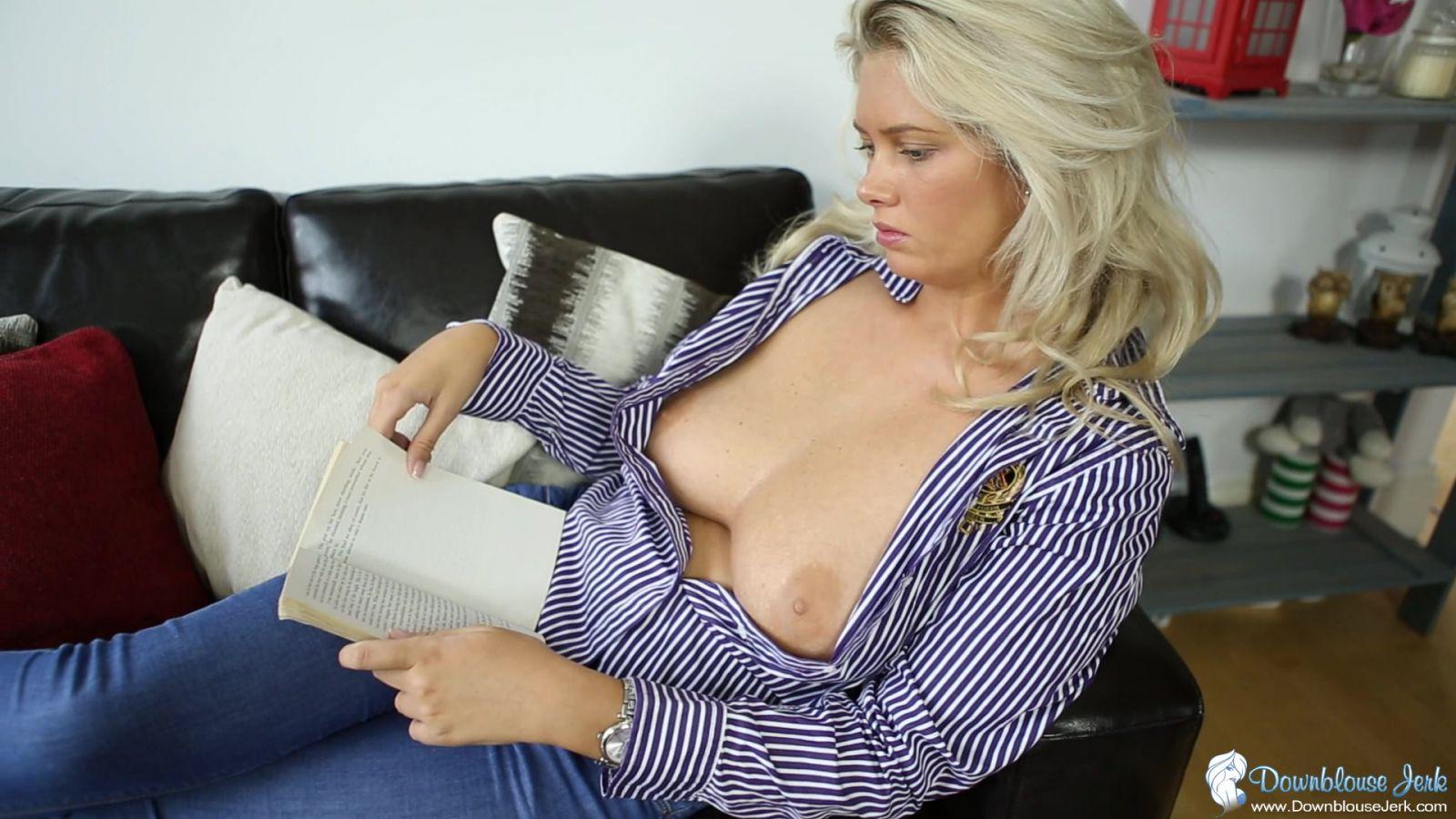 anna nicoe smith boob flashing